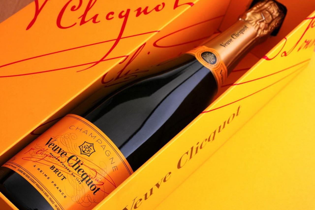 Opakowania na alkohole – czym się charakteryzują i jakie wybrać?